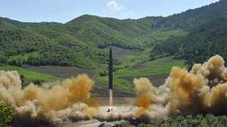 """""""북한, 이르면 내년 핵탑재 ICBM 美본토 타격 가능"""""""