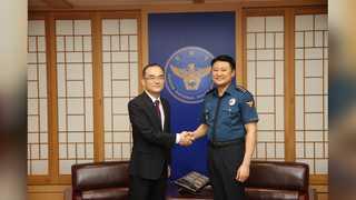 문무일 검찰총장, 경찰청 전격 방문…이철성 청장 면담