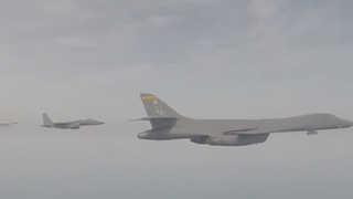 미군 폭격기, 센카쿠 상공서 일본 전투기와 첫 훈련