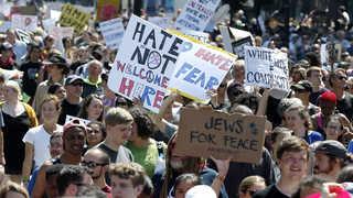 미 보스턴 '반 인종차별' 집회…트럼프 떨떠름한 '박수'