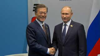 문 대통령, 정상외교 재시동…내달 푸틴과 정상회담