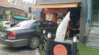 도심 한복판서 음주 에쿠스가 택시 받고 상가 돌진