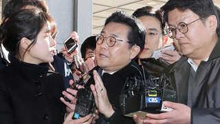 """검찰 출석 전병헌 """"불법 관여 안해""""…최경환 압수수색"""
