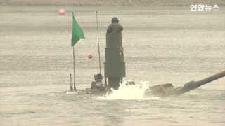 [현장영상] K2 전자 11대 등 남한강서 잠수도하 훈련