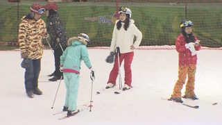 눈비 내리는 휴일…실내에서 겨울스포츠 즐겨요