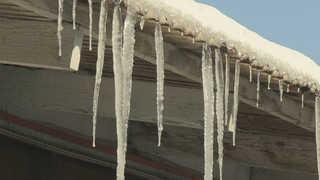 강원도 철원 매서운 한파…삼부연폭포 얼어붙어