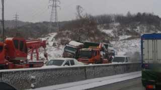 서해안고속도로 눈길 26중 추돌사고…1명 사망ㆍ8명 부상