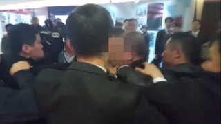 中경호원, 문 대통령 취재하던 사진기자 폭행…靑 엄중 항의