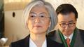 Los cancilleres de Seúl y Tokio discuten los lazos antes de la revisión de un ac..