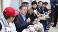 Le président Moon participe activement à la promotion des JO de PyeongChang