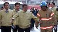 El presidente Moon realiza una visita sorpresa al lugar de un incendio en Jecheo..