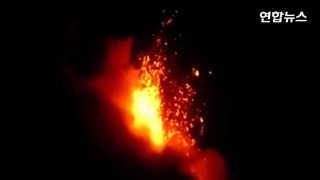 [현장영상] 시뻘건 용암 분출하는 필리핀 화산…1만 명 대피