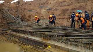 [사건사고] 다리 공사장 철근더미 와르르…리모델링 중 천장 폭삭 外