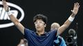 Chung Hyeon alcanza los octavos de final en el Abierto de Australia y Djokovic s..