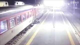 [현장영상] 열차서 내리던 6세 아이 출입문에 발 끼인 채 5m 끌려가