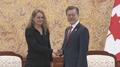Moon parle avec la gouverneure générale du Canada de coopération bilatérale