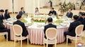 Le couple Kim Jong-un reçoit les envoyés sud-coréens au siège du Parti du travai..