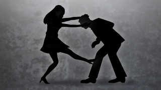 [핫뉴스] 헤어지자는 남편에 수면제 투약ㆍ삭발ㆍ폭행한 아내 外