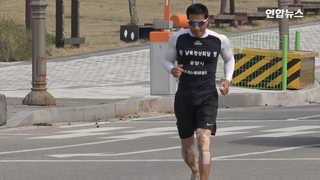 """[현장영상] 427km 맨발 달리기 성공한 조승환씨 """"남북정상회담 성공 .."""