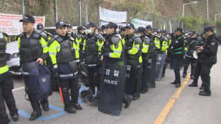 [속보] 성주 사드기지 인근 진밭교서 경찰-주민 충돌
