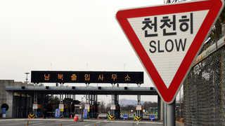 '개성가는 길' 도라산 남북출입사무소 모처럼 활기