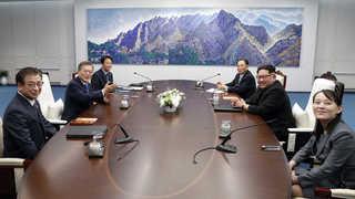 11년만에 만난 남북 정상…오전 정상회담 종료