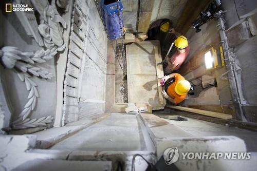 예수 무덤 수백년만에 열렸다…복원 위해 60시간 노출