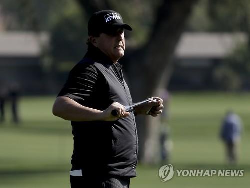 """'복귀 첫 라운드 68타' 미컬슨 """"몸 상태에 만족"""""""