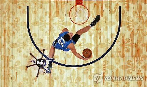 인텔 드론 이번엔 NBA 올스타전서 '슬램덩크 어시스트'