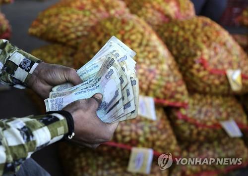 인도, 은행 현금인출 정상화…화폐개혁 마무리 국면