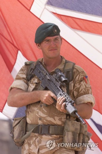 무장해제된 부상 탈레반 사살한 英해병 징역 7년으로 감경