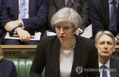 '잠수함' 메이 총리 런던테러에 사태파악 우선…성명발표는 나중