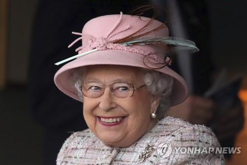 英여왕 91세 생일 맞아 런던서 축포