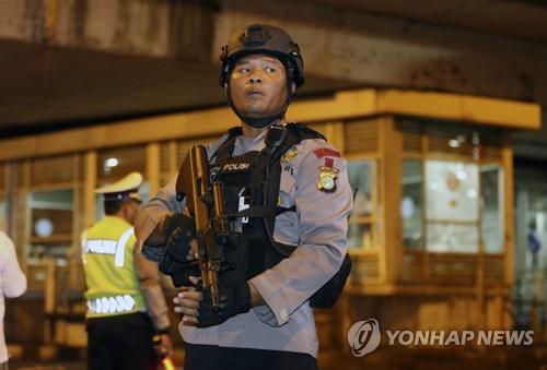 자카르타 시내서 자살폭탄 테러…경찰관 3명 사망·10명 부상(종합2보)