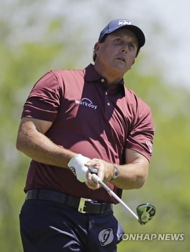 미컬슨, 리디아 고 등 LPGA 선수들과 '묘기 샷' 대결