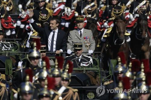 대통령에게 공개 반발한 프랑스군 합참의장 전격 사임(종합)