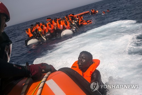 """伊 """"리비아 해역에 해군파견 고려""""…지중해 난민 차단 전기될까(종합)"""