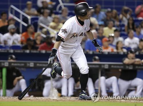 44세 이치로, 번트 대려다 비거리 132m 3점 홈런