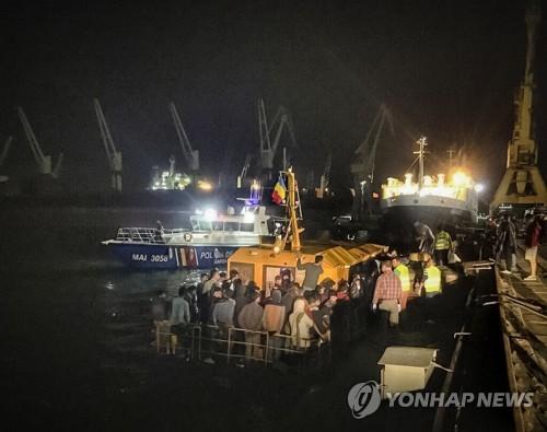 '흑해 루트'서 난민 태운 어선 침몰…20여명 사망·실종