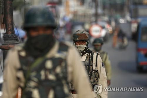 인도령 카슈미르서 주 장관 겨냥 수류탄 테러…민간인 3명 사망