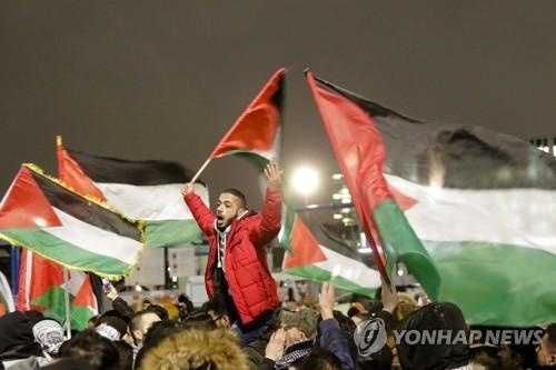독일, 타국 국기 소각금지法 추진… 反유대주의 대응