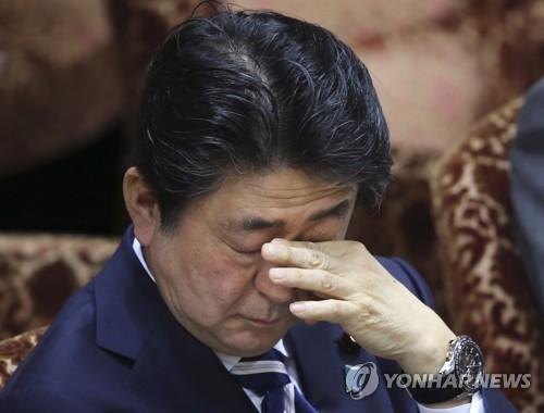 추락하는 아베…우익 산케이 조사서도 지지율 6.7%P 급락
