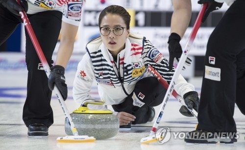 여자컬링, 캐나다에 패…세계선수권 예선 6승 2패