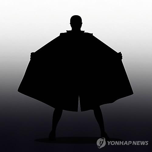 """""""일광욕 즐겼다"""" 알몸으로 백사장 활보한 80대 조사"""