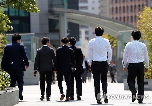 """[비정규직해법]""""이대론 기업도 망해""""…日아베, '좌파식 노동개혁'"""