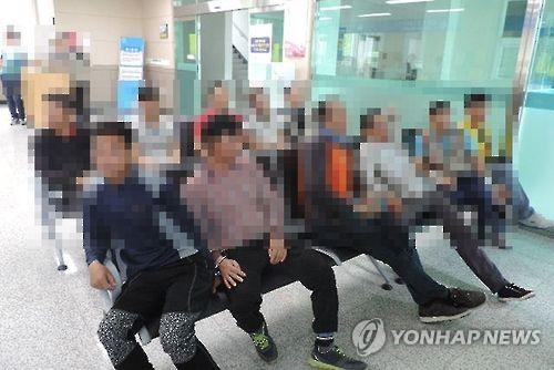 제주서 불법 체류자 40명 검거…도주 중 3명 부상