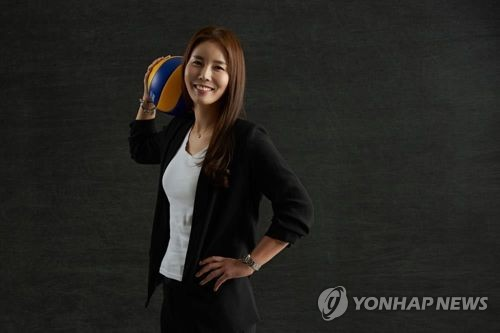 """김사니, 여자배구 첫 영구결번으로 은퇴…""""기회 주셔서 영광"""""""