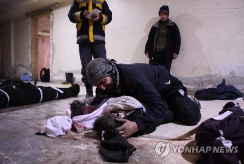 """""""시리아 동구타는 학살장""""…시리아군 공습에 사흘간 200명 숨져"""