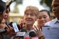 """필리핀, 인권운동 수녀 24시간 구금…""""바람직 않은 외국인""""(종합)"""