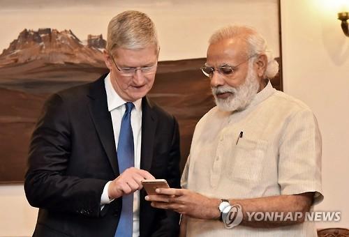애플, 거대시장 인도서 아이폰 생산 시작…이달 중 판매 개시